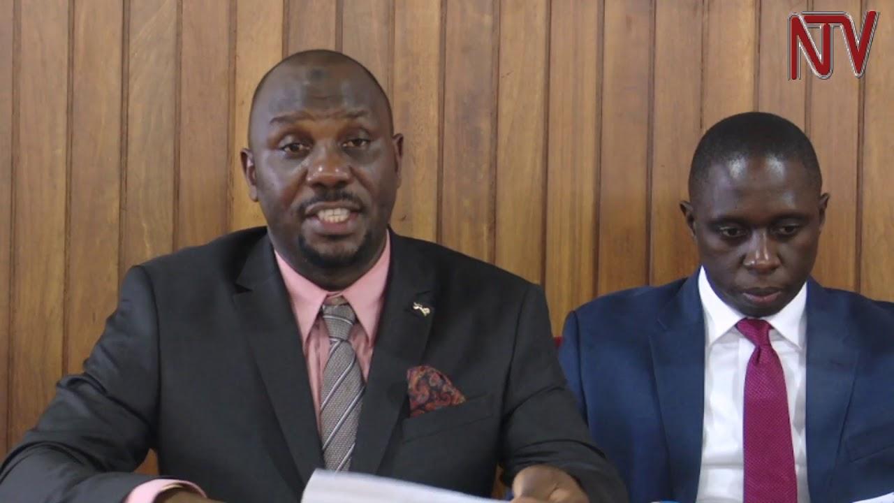 <pre><pre> Los parlamentarios acusan a la policía de injusticia mientras se bloquean las oraciones musulmanas